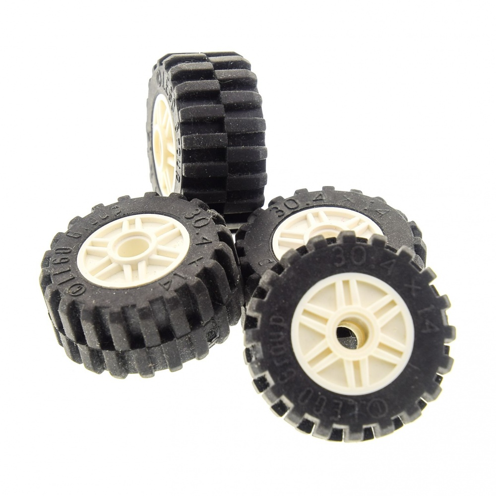 Lego Car Technic 8 x Grey Wheels with Black Rubber Tyres 4 Grey Axle Plate